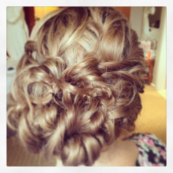 alt='curly-wedding-hairstyles