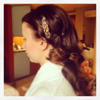 alt='vintage-wedding-hair
